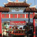 photographie d un portail chinatown ville