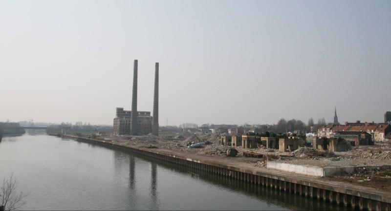 Vestige de l'ancienne usine Rhodia sur le canal de la Deûle ©️Rémi Jouan sur Wikipédia